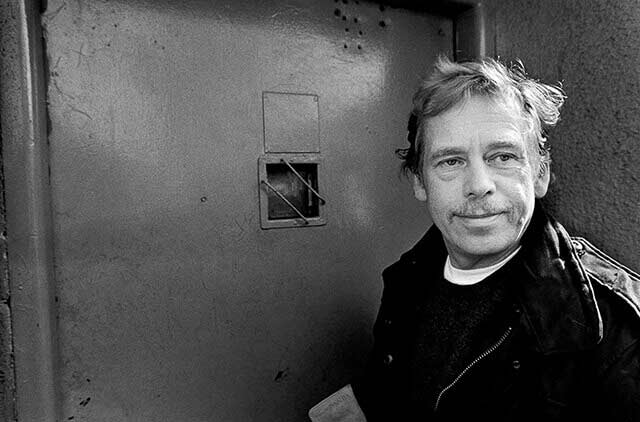 Prague, 17 March 1990 – Ruzyne - An unplanned stop ('ambush') at Ruzyne Prison, where Václav Havel had been imprisoned
