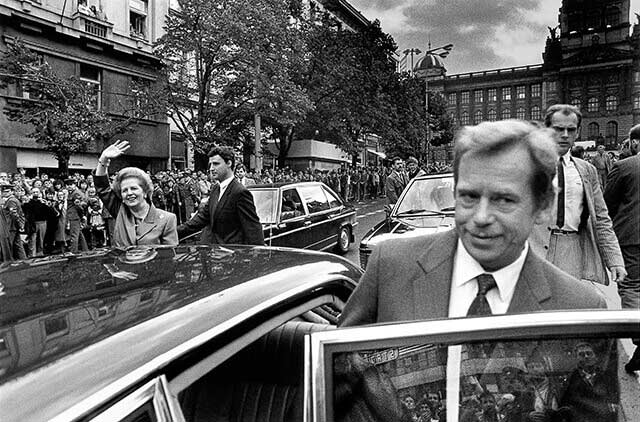 Prague, 18 September 1990 - Wenceslas Square - Václav Havel accompanies then British Prime Minister Margaret Thatcher during her official visit to Czechoslovakia