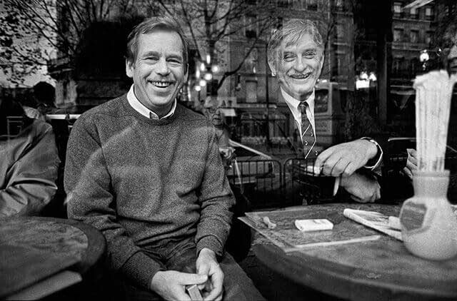 France, 18 November 1990 – Paris - Behind the window of a café in the Latin Quarter with the then Minister of Foreign Affairs Jiří Dienstbier on the eve of the Conference on Security and Co-operation in Europe